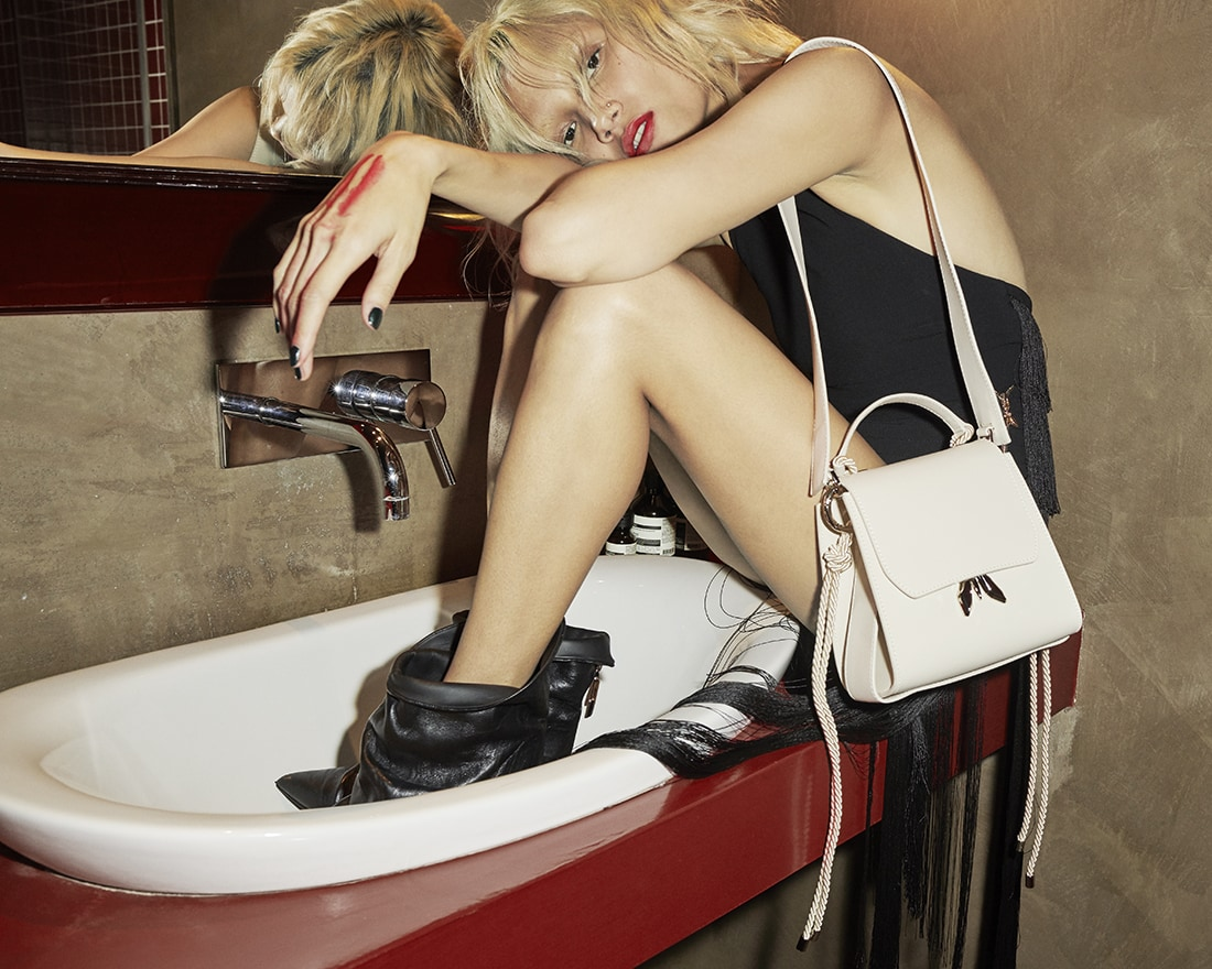 Patrizia Pepe DNTdisturb_Sleepy Fly Bag Campaign_Pictures_04.jpg