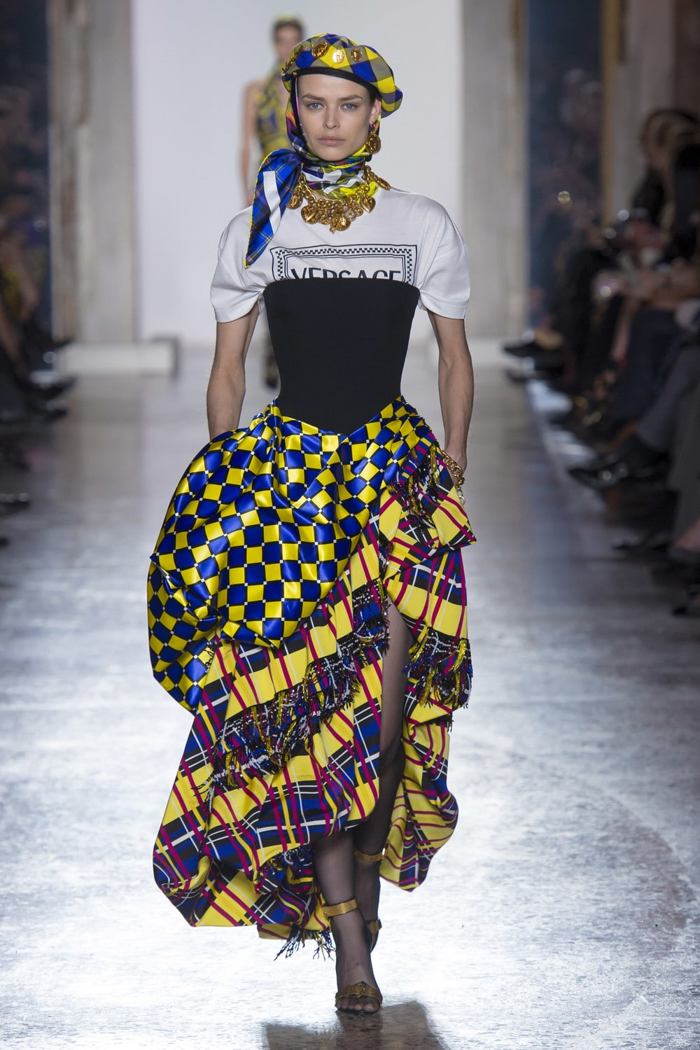 Versace_Fall_2018_Mainstyles_32.jpg